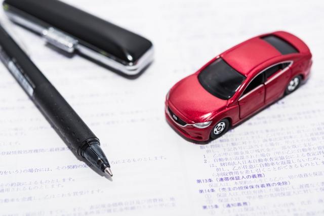 印鑑と車の模型